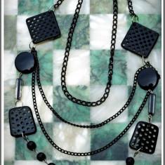 AuX: Deosebit COLIER fashion confectionat din margele si lantisor metalic, stare exceptionala, aproape nou!