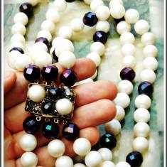 AuX: Splendid COLIER vintage, triplu, trei siraguri de margele (imitatii de perle) care se prind intr-o inchizatoare din alama, vechi, anii 1980! - Colier fashion
