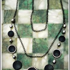 AuX: COLIER de dama cu lantisor confectionat din metal si margele interesante din plastic dur, aproape nou! - Colier fashion