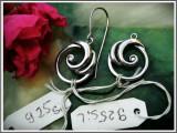 Cumpara ieftin AuX: Frumoasa pereche de CERCEI fashion noi-nouti, realizati din argint de puritate .925, reprezinta model abstract, unul nu are agatatoare, 3.3 GR!