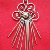 Delicat si Finut Vechi Medalion Franta Vintage Lucrat executat manual Elegant