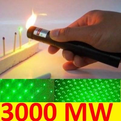 Laser pointer verde foto mare