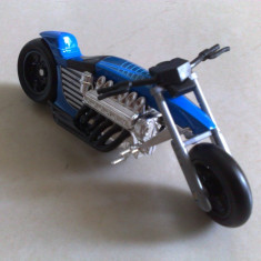 Macheta Moto Motocicleta Chopper V12 scara 1/24 noua