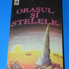 ARTHUR C CLARKE - ORASUL SI STELELE. Science fiction (02005) - Carte SF
