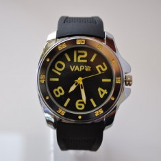 Ceas VAPO curea silicon cadran negru scris galben - Ceas unisex