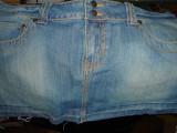 Vand fusta de blugi material jeans, brand, marime M-L, pret mic.
