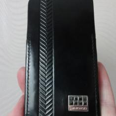 REDUS !Husa Iphone 4 piele, cristale negre, marca Swarovski original - Husa Telefon Apple, iPhone 4/4S, Negru, Fara snur
