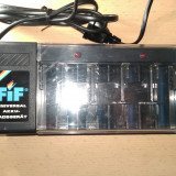 Incarcator universal de baterii fif - Incarcator Aparat Foto
