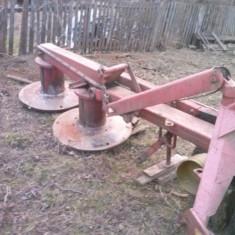 Masina decosit dupa tractor