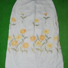 Fusta de panza alba cu flori brodate/cusute de mana, Marime S; etno, rustic,, Marime: S, Culoare: Din imagine