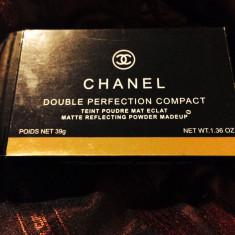 VAnd - Pudra Chanel, Compacta