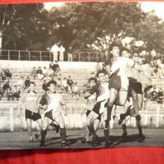 Fotografie mare - Meci Fotbal al Craiovei anii '80, Gica Popescu in plan secund