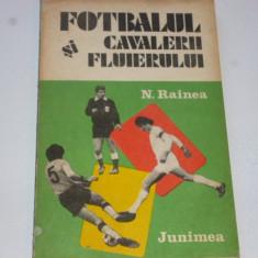"""Carte fotbal - """"Fotbalul si cavalerii fluierului """" de Nicolae Rainea"""