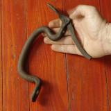 Vechi maner pentru usa din metal realizat manual la ciocan si nicovala !!! - Metal/Fonta