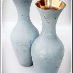 LOT 2 VAZE VECHI CONFECȚIONATE DIN ALAMĂ, VOPSITE TURCOAZ, APROX. 1 KG AMBELE! - Metal/Fonta, Ornamentale