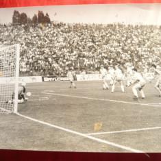 Fotografie Meci de Fotbal International, se vad Lacatus, I.Lupescu, 24 x 18 cm