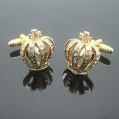 Butoni aurii model COROANA cu strasuri + ambalaj cadou