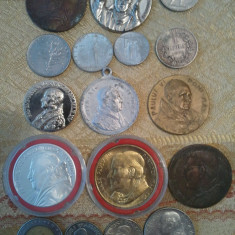Lot Vatican: 17 monede (argint, tombac, aluminiu, nichel) si medalii, 1000 roni