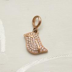 Pandantiv fashion marca FOSSIL, forma de frunza cu strasuri mici