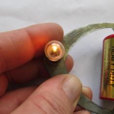DISPOZITIV pentru incercarea beculetelor de lanterna si a bateriilor, vintage