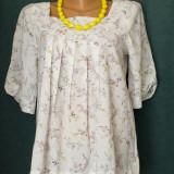 Bluza alba cu model floral in culori pastel - Bluza dama, Marime: M/L, Maneca scurta, Poliester