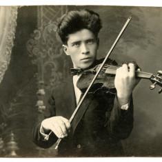 George Enescu fotografie veche cu vioara, Portrete, Romania pana la 1900