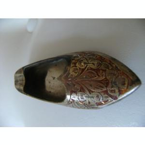Pantof-scrumiera din alama aurita,emailat,made in India,stare perfecta.