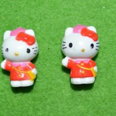 Lot 2 jucarii surpriza ou Kinder Helo Kitty, 3cm plastic - Surpriza Kinder