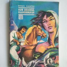 SUB SEMNUL HANGERULUI - MIHAIL CALMICU ( C. CLUBUL TEMERARILOR 30 } - Carte de aventura