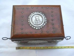 Veche Cutie bijuterii cu medalion Stefan cel Mare si Tinte  din Lemn masiv
