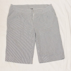 Pantaloni scurti in dungi, marime L