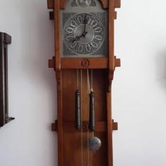 Ceas de perete cu pendula si greutati