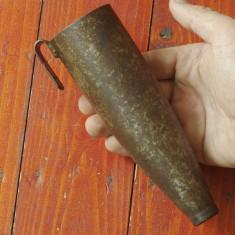 Veche teaca din metal pentru piatra de ascutit coasa sau secera ! - Metal/Fonta