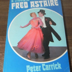 PETER CARRICK - A TRIBUTE TO FRED ASTAIRE. biografia lui Fred Astaire. in limba engleza - Carte Cinematografie