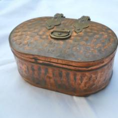 Deosebita si Veche Cutie Bijuterii Vintage lucrata manual din alama
