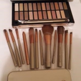 Set Trusa make up 24 farduri + pensule profesionale 12 set Naked 4 Urban Decay