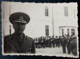FOTOGRAFIE REGALISTA ROMANIA OFITER / MILITARI IN UNIFORMA CU ARME IN BRASOV **