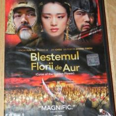DVD ORIGINAL BLESTEMUL FLORII DE AUR / CURSE OF THE GOLDEN FLOWER - Film actiune, Romana