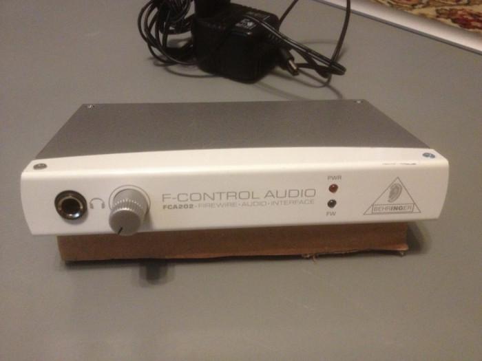 Interfata Audio Behringer FCA 202 - F- Control Audio - functioneaza PERFECT