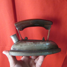 Fier de calcat vechi, fier de calcat electric cu maner de lemn, de colectie