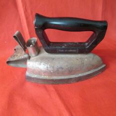 Fier de calcat vechi, fier de calcat electric cu maner ebonita, romanesc anii 60
