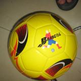 Minge de fotbal - Minge fotbal, Gazon