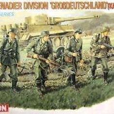 + kit 1/35 Dragon 6124 - Panzergrenadier Division Grossdeutschland 43 +