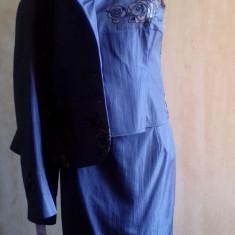 Costum trei piese,  50% reducere