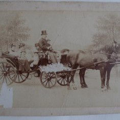 FOTOGRAFIE VECHE -FAMILIE NOBILI -TINUTA DE EPOCA -BIRJAR CU JOBEN - ANII 1800