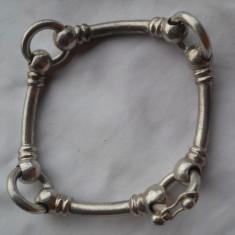Impunatoare si Veche Bratara Argint Vintage lucrata manual Masiva si de Efect