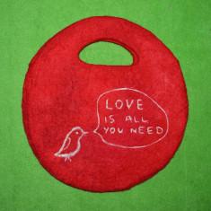 Poseta din pasla handmade, cu pasarica si mesaj de dragoste, Valentine's Day, Cadouri Valentine`s Day