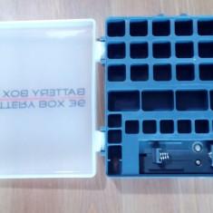 Cutie pentru 36 baterii / acumulatori, cu tester de tensiune incorporat