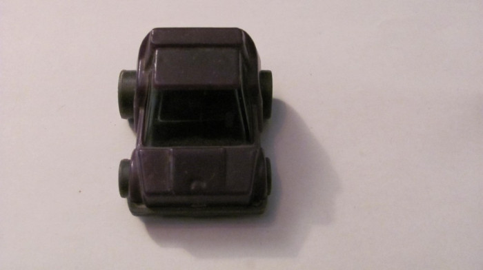 PVM - Masinuta veche mica plastic tare probabil fabricatie URSS