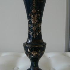Deosebita vaza  din alama emailata veche, motive florale, India,de colectie.